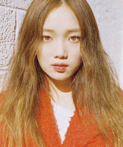 李圣经自带美瞳长发美腻了 细数李圣经森女范长发发型