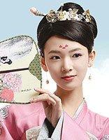 陈瑶柜中美人穿唐装 无刘海发型最适合小脸型