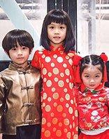 萌娃们的《功夫瑜伽》之旅 绿装红妆更有新年气氛