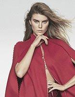 玛丽娜-琳查登上杂志封面 中长卷发优雅妩媚各展风情