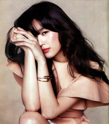 韩国女星全智贤的发型 长发要烫卷的才好看