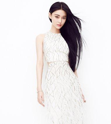 张馨予居然这么瘦 礼服长发更秀身材