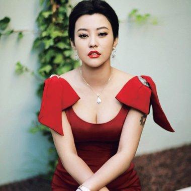 曾和邓超相恋却因一部戏而分手 钻石女人郝蕾的时尚发型