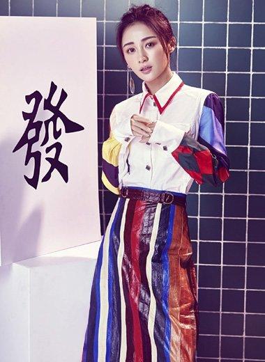 姚笛新春写真喜气洋洋 百变发型带出了节日味道