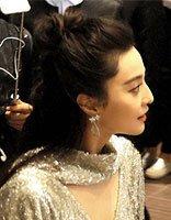 范冰冰可爱性感公主头 搭配银色礼服现身活动