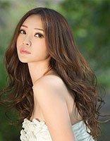 最爱刘海发型的柳岩中分也好看 柳岩魅力发型你喜欢哪款