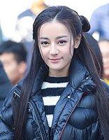 迪丽热巴暖冬长发好淑女 女明星演绎长直发扎发造型