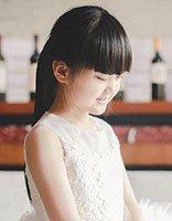 婴儿肥小童星王芷璇发型 小学生必备的长扎发她都有