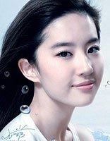 刘亦菲拍写真长卷发风中凌乱 秀出个性的神仙姐姐
