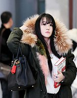 皱市明娇妻冉莹颖空气刘海显萌 黑长发是当今流行的趋势