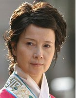 李小璐晒60岁母亲张伟欣近照 温柔婉约短卷发显年轻感