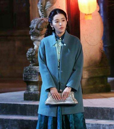 最清冷民国女神阚清子发型 呢子大衣下的卷发风情
