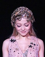 小仙女张韶涵的舞台发型 谁说长发少风情