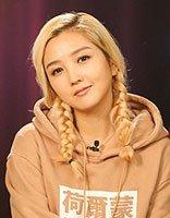 何洁漂染发型似冰雪女王 粉色头发做蝎子辫超华美