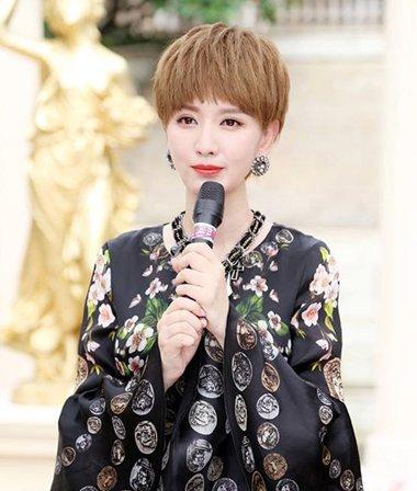 张萌出演都市萌拼一姐 孕妈发型用染发蘑菇头