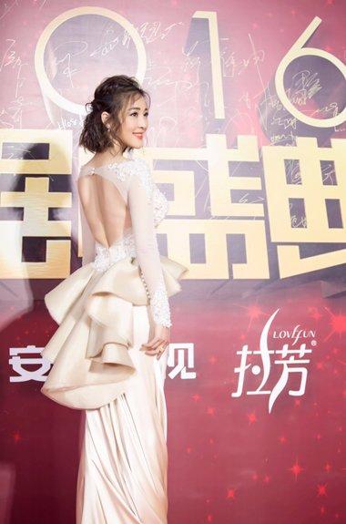 甘婷婷公主头亮相国剧盛典 齐肩短卷发超抢镜
