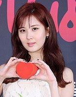 《RubyRubyLove》发布会徐玄比心卖萌 酒红色染发让暖冬更出彩