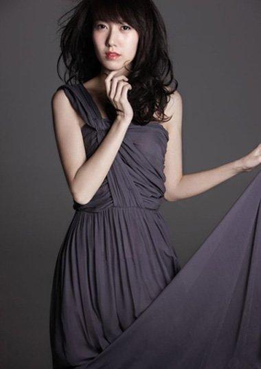 零绯闻颜值绝对不输林心如 高露的时尚卷发设计