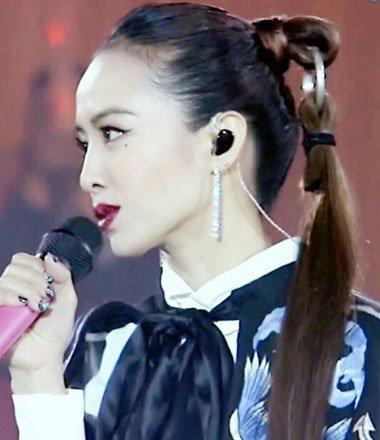 蔡依林致爱演唱会梳假发马尾 国际名模也曾这样梳