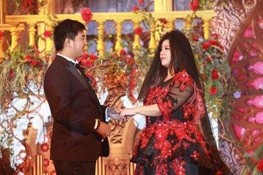 好声音学员刘雅婷举行婚礼 新娘长卷发浪漫发型示范