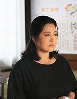 小草青青展女性魅力感 王茜华的70-90年代戏中发型