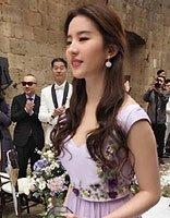 张靓颖大婚高颜值伴娘团 女明星伴娘发型你更喜欢哪款