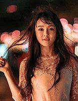 冉莹颖碎刘海长发很似芭比娃娃 娱乐圈辣妈流行美发型大盘点