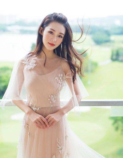 李沁长发美裙变身小仙女 李沁美如画的五款长发发型