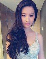 """刘亦菲倪妮同台热聊 """"神仙姐姐""""偏梳中长发上演侧颜杀"""