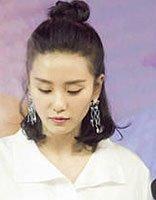 刘诗诗节目做煎饼 清新俏皮半扎丸子头的她成煎饼西施