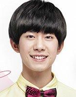 易烊千玺16岁生日快乐 易烊千玺清爽呆萌中学生发型