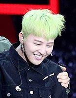 权志龙绿色染发好抢眼 这些年权志龙最为个性发型盘点