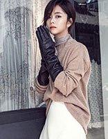 这个女孩的发型有点酷 谭松韵低马尾诠释冬日时尚