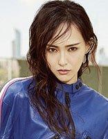 唐嫣长卷发变身街头酷girl 女明星谁的酷感发型震撼了你