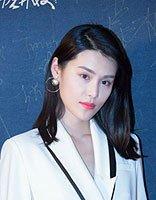 韩丹彤白色西装好帅气 女明星教你西装和发型搭配的技巧