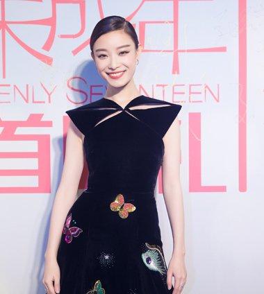 倪妮刺绣黑裙+气质马尾 电影首映礼演绎复古童话女神