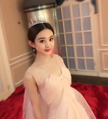 赵丽颖加盟《西游记之女儿国》 圆脸颖宝演绎优雅端庄女王发型