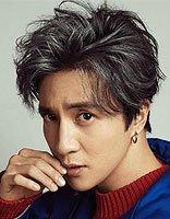 《火星情报局2》薛之谦单曲上线 放下段子的薛之谦黑色发型很绅士文艺