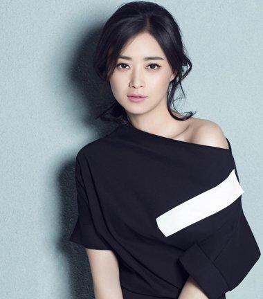 蒋欣虽然不是瘦美人 但梳对发型的她稳甩别人十条街