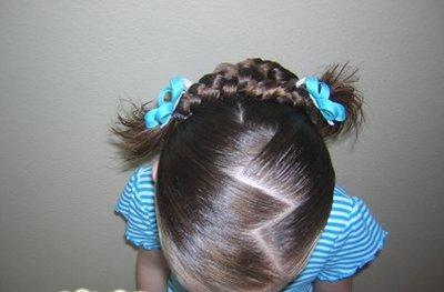 怎样给女儿扎头发是马尾+凌乱蓬松