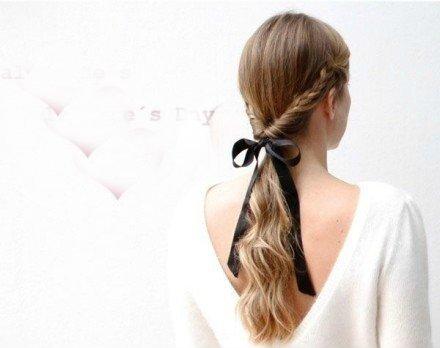 冬季卷发的简单扎法 卷发怎么扎好看图解