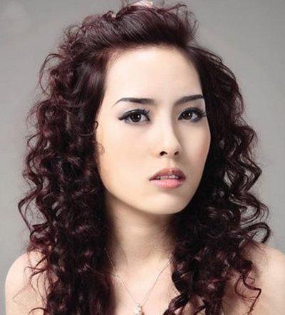2017新发型螺丝杠的卷法 2017最流行的发型女卷发