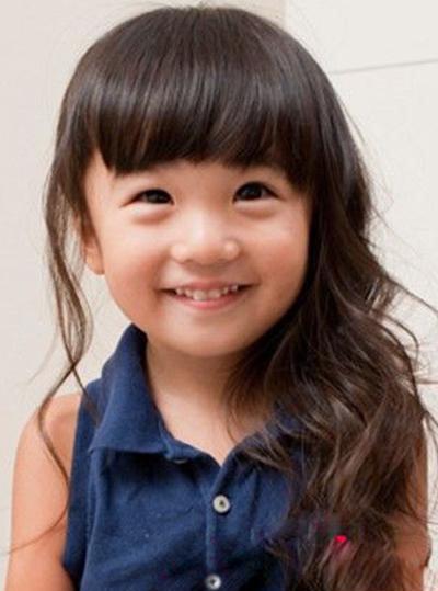 儿童卷发怎样扎头发简单好看 卷发儿童扎头发的方法图片