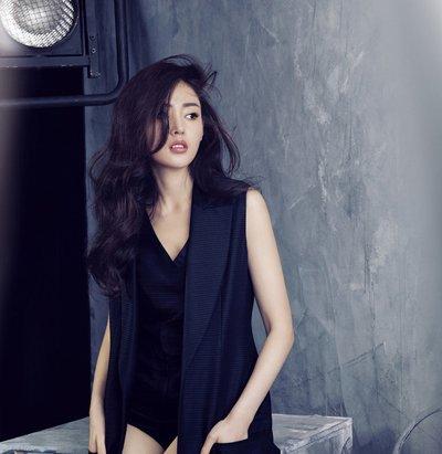 黑色中长卷发发型图片 韩国中卷发发型图片