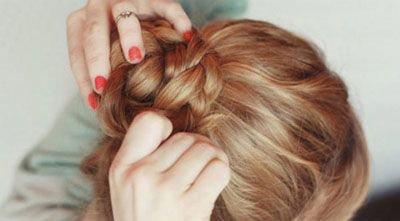 中长卷发怎么扎简单点带图解 扎卷发的过程