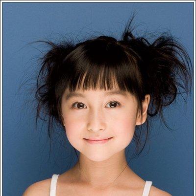8岁小孩短头发怎样扎小辫 短头发怎么扎歪辫子好看