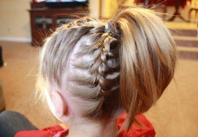 小孩子的头发有点短怎么扎小辫子 儿童短头发梳辫子的方法图片