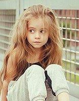 小女孩发型怎样变卷 怎么做卷发的发型