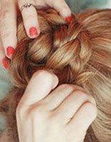 卷发怎么扎花苞头 卷发扎法图片