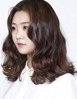 韩式微卷自然长发发型 中分微卷发型图片